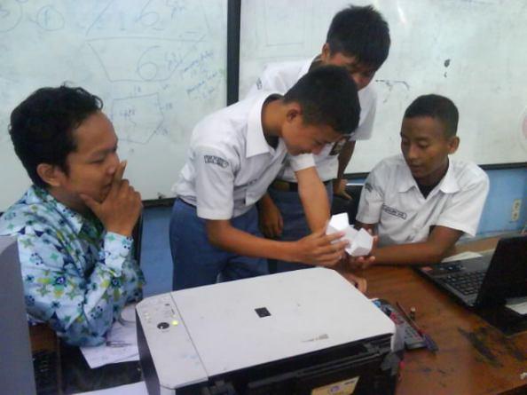 PBL (Project Based Learning) SISWA DISKUSI KECIL